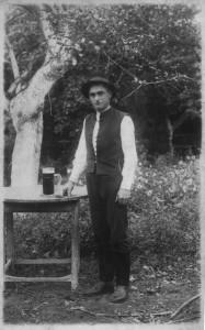 Štěpán N., mládenec ve službě, kolem roku 1920